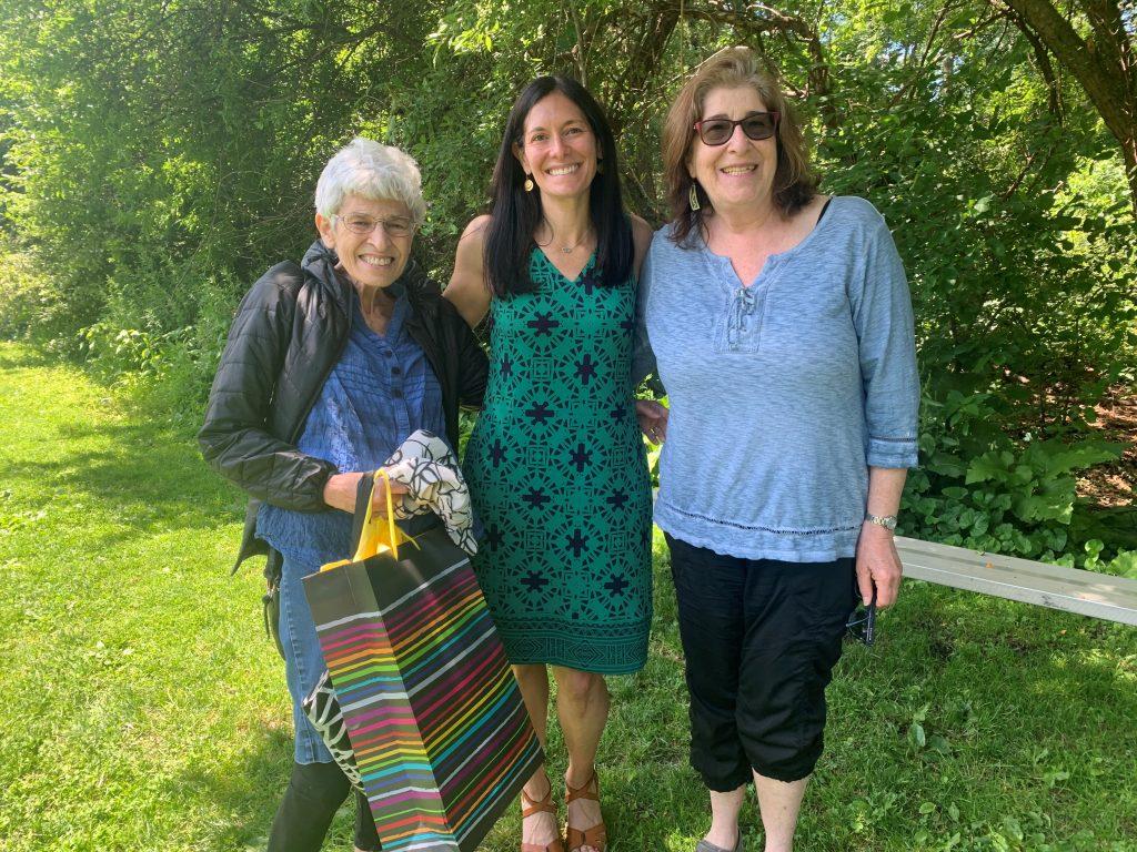photo of Sue Schweber (left)