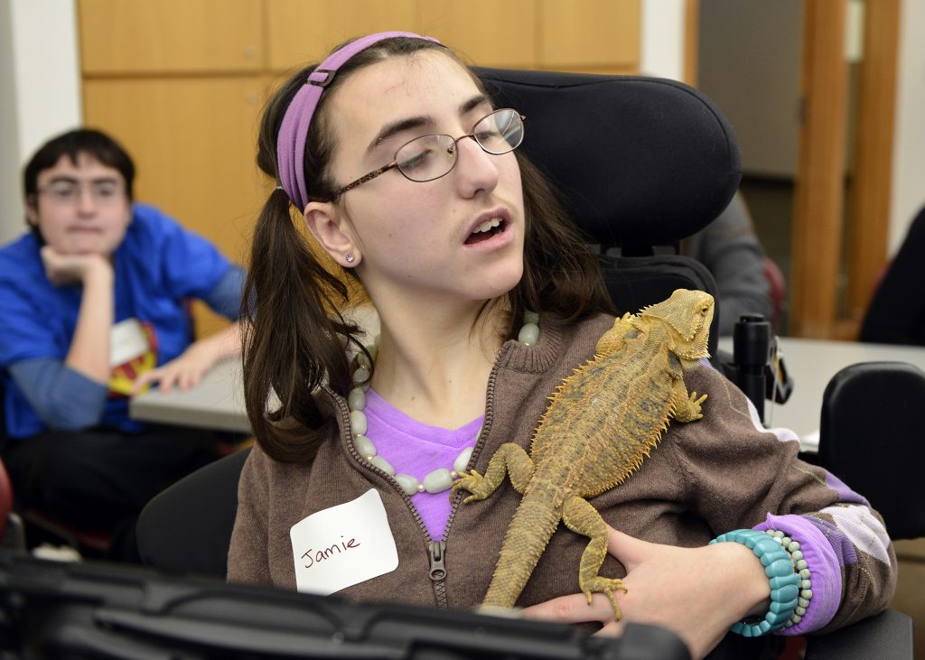 student in Mitzvah Mensches holding a lizard on her shoulder